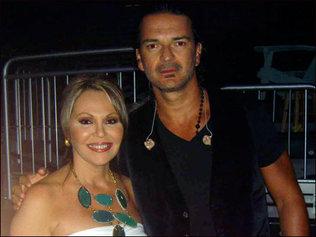 Ricardo Arjona y María Elena Salinas