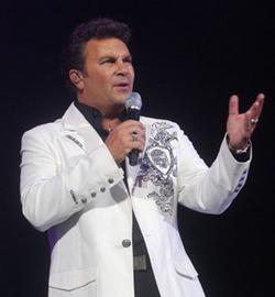 """Descarga la canción """"Mujeres"""" – Ricardo Arjona y Manuel Mijares"""