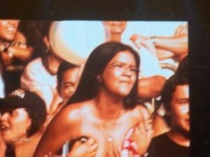 Mujer se desnuda en el concierto de Ricardo Arjona