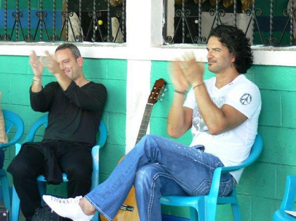 Arjona y Otto Avalos en su visita a Izabal
