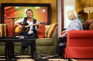 Ricardo Arjona con Cristina en el programa Pa'Lante