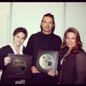 Independiente, Disco de Oro y Platino en Ecuador