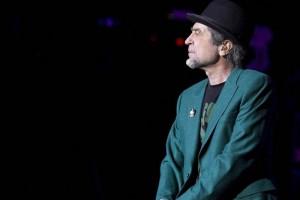 Joaquín Sabina recuerda a Ricardo Arjona y le manda canción sellada con un beso desde Guatemala