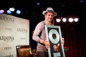Álbum Viaje de Ricardo Arjona número 1 en ventas físicas y digitales en Estados Unidos, Puerto Rico y Latinoamérica