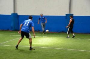 Ricardo Arjona jugando al Fútbol