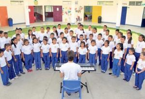 Ricardo Arjona le cambia la vida a 200 niños