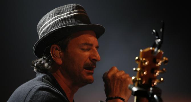 Ricardo Arjona – Cavernicolas (en vivo)
