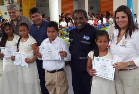 Se_gradua-primera_promocion-escuela_de_Arjona