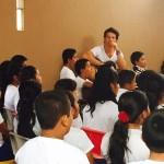 Ricardo Arjona visita escuela de su Fundación Adentro en Guatemala
