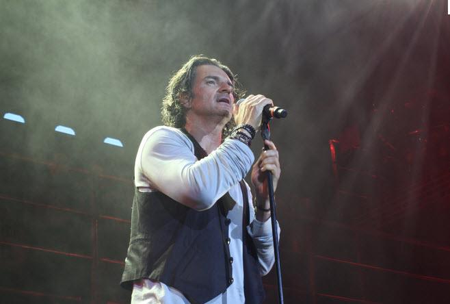 Ricardo Arjona – Hay Amores (Metamorfosis en Vivo)