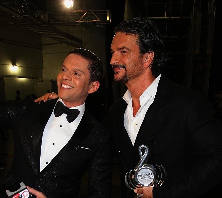Ricardo Arjona junto a Rodner Figueroa