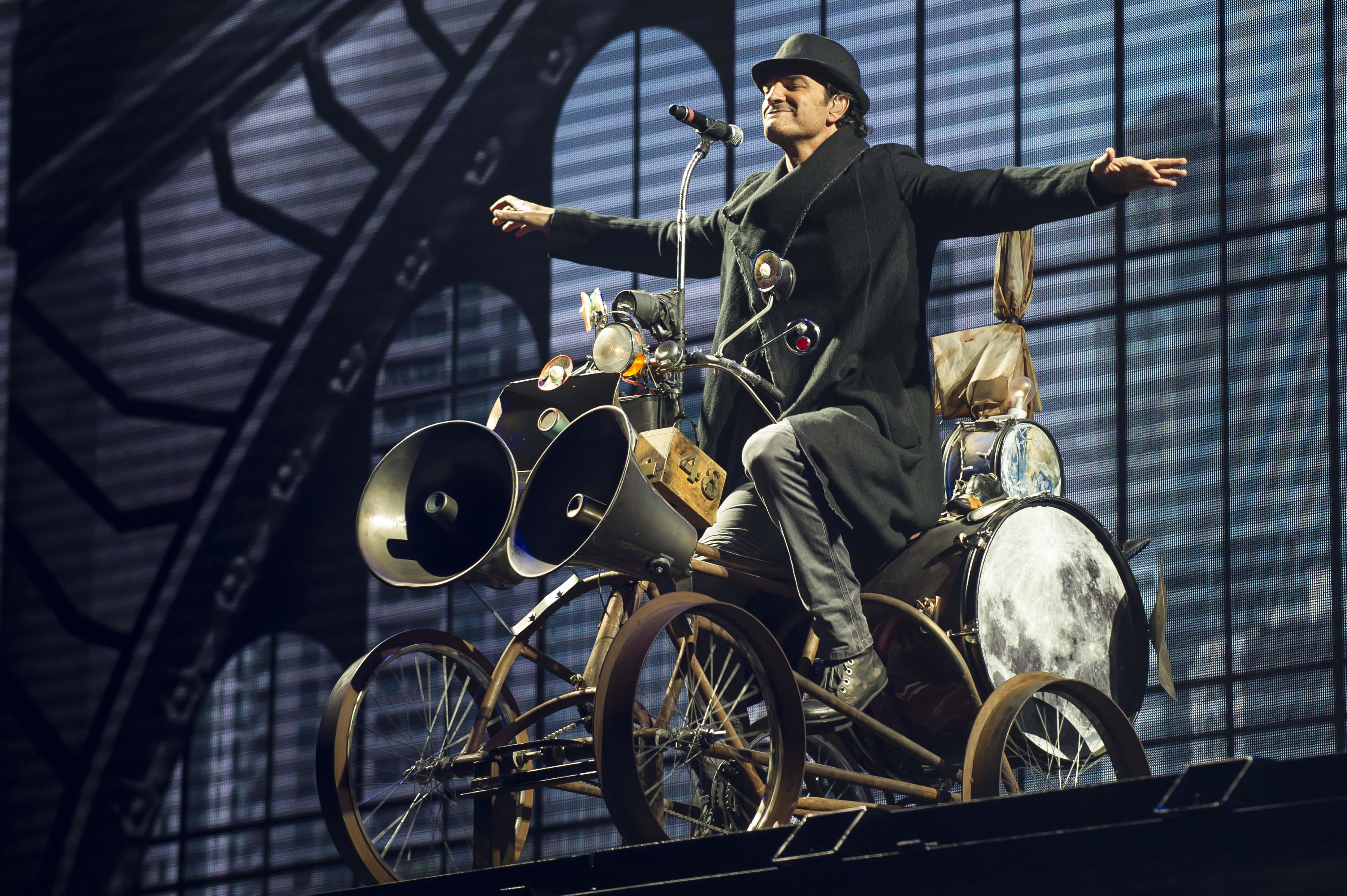 """""""Ir la luna en bicicleta es mas fácil que olvidarte"""""""