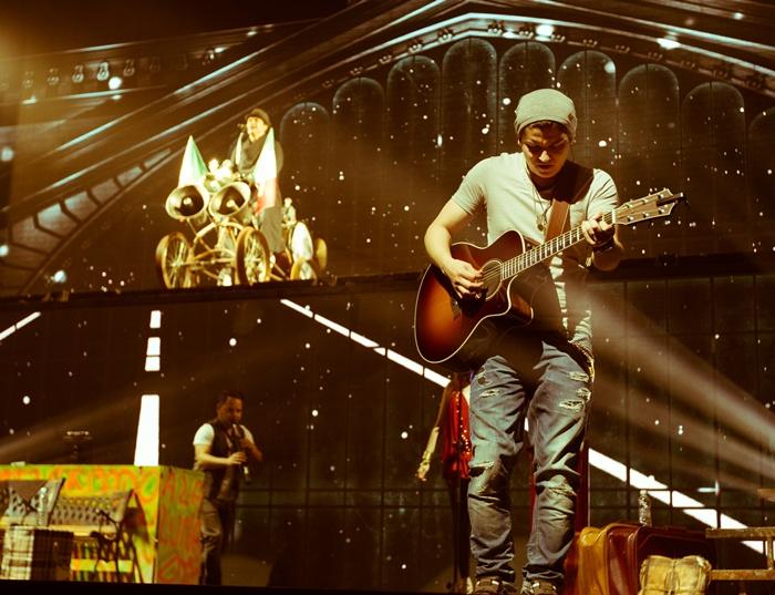 Luis Rey - Guitarra