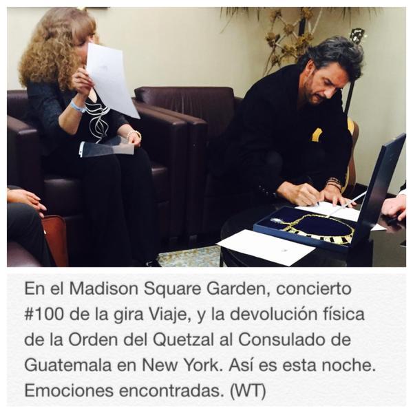 Ricardo Arjona Devuelve la Orden del Quetzal