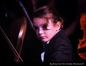 """Vea a Nico, el hijo menor de Ricardo Arjona cantando """"Ella"""""""